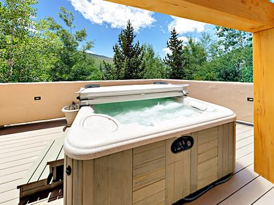 Hot Tub - Welcome to Vail! Take in the view as you soak in the private hot tub.