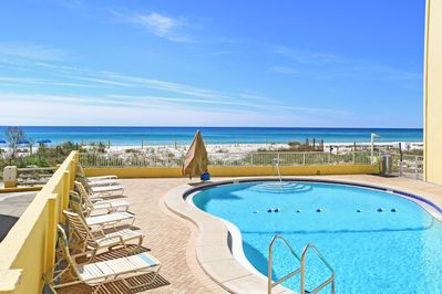 Fabulous pool and lounging on the Gulf