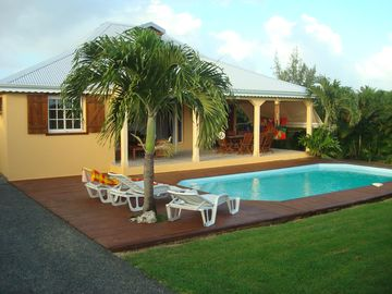 VILLA POOL CLOSED ON 1000 M² ARBOREE