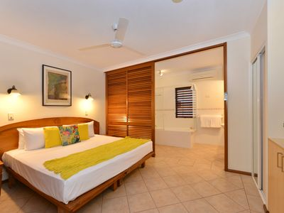 Photo for Poolside @ Hibiscus - Spacious 1 bedroom apartment, two minutes walk into town.
