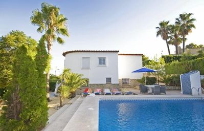 Photo for 4 bedroom Villa, sleeps 10 with Pool and FREE WiFi