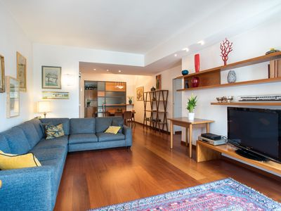 Photo for Large central apartment, ideal for families, couples and groups of friends