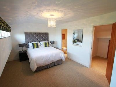 Stunning 3 Bed Listed Townhouse, Perfect Location For Your Stay