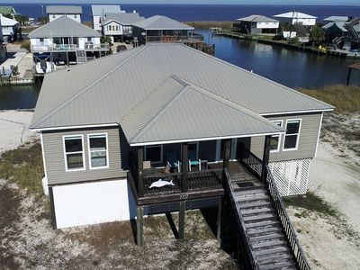 Great rates, easy beach access. Pets allowed!