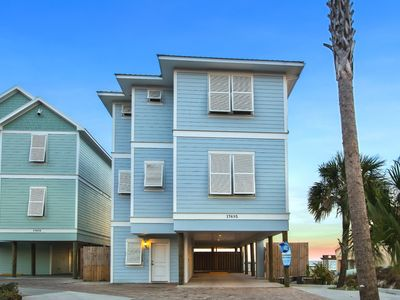 Photo for On the Beach! Beachfront - Pool* - Beach Walkover - Grill - Large deck
