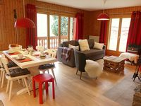 Immaculate, cutely decorated chalet apartment. Picture-perfect view of the Dents du Midi.