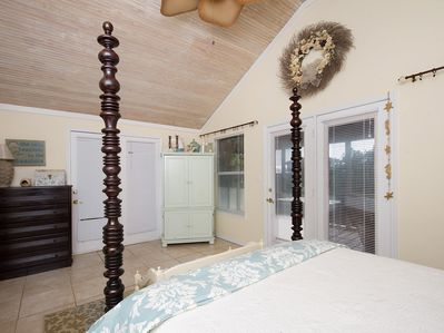 Upstairs, roomy master suite with TV, access to screen porch overlooking pool