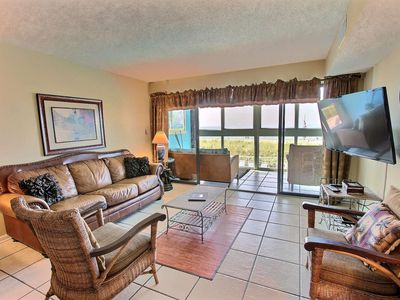 Photo for Gulf-Front Condo, 2BR, Sleeps 7, W/D, Pool, Hot Tub, Game Room, Free Activities - Edgewater West 23