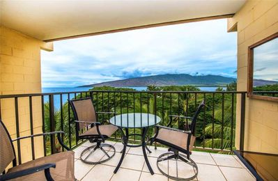 KR607-Working Vacation ? (or Not)—Great Top Floor Condo with Ocean/Bay/West Maui Mountain Views