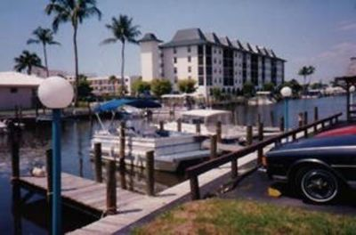 Photo for Naples Bay View condo - Block from Gulf Beach