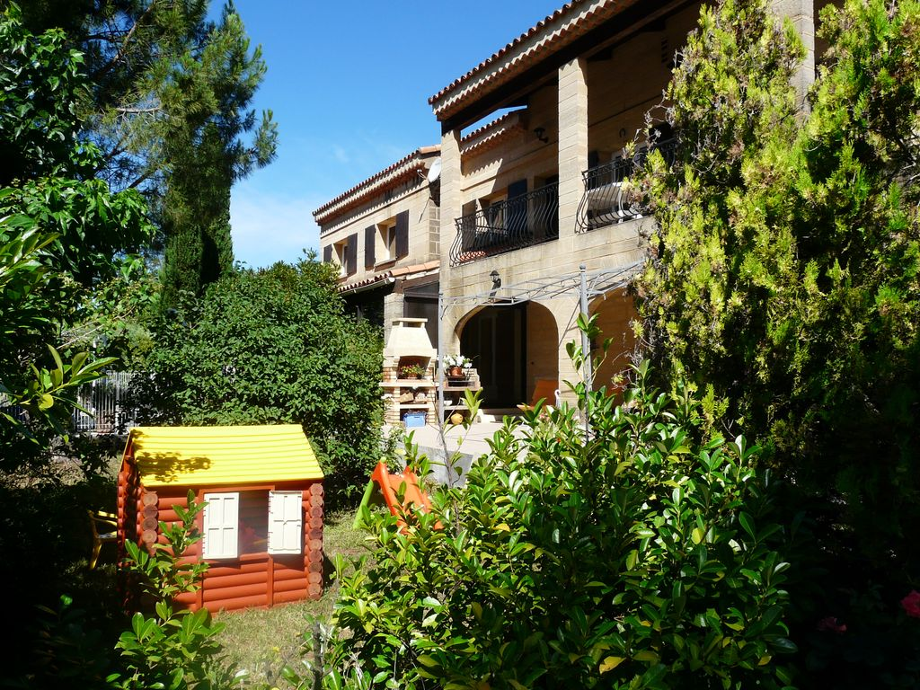 Nice house in a residential area with priva vrbo for Tours of nice houses