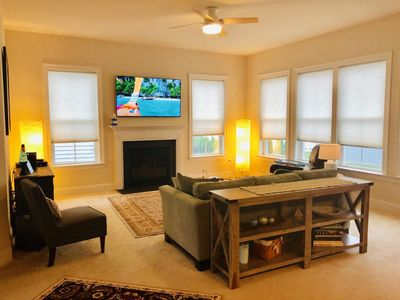 Lovely Living Room w/ Fireplace and Flat Screen TV
