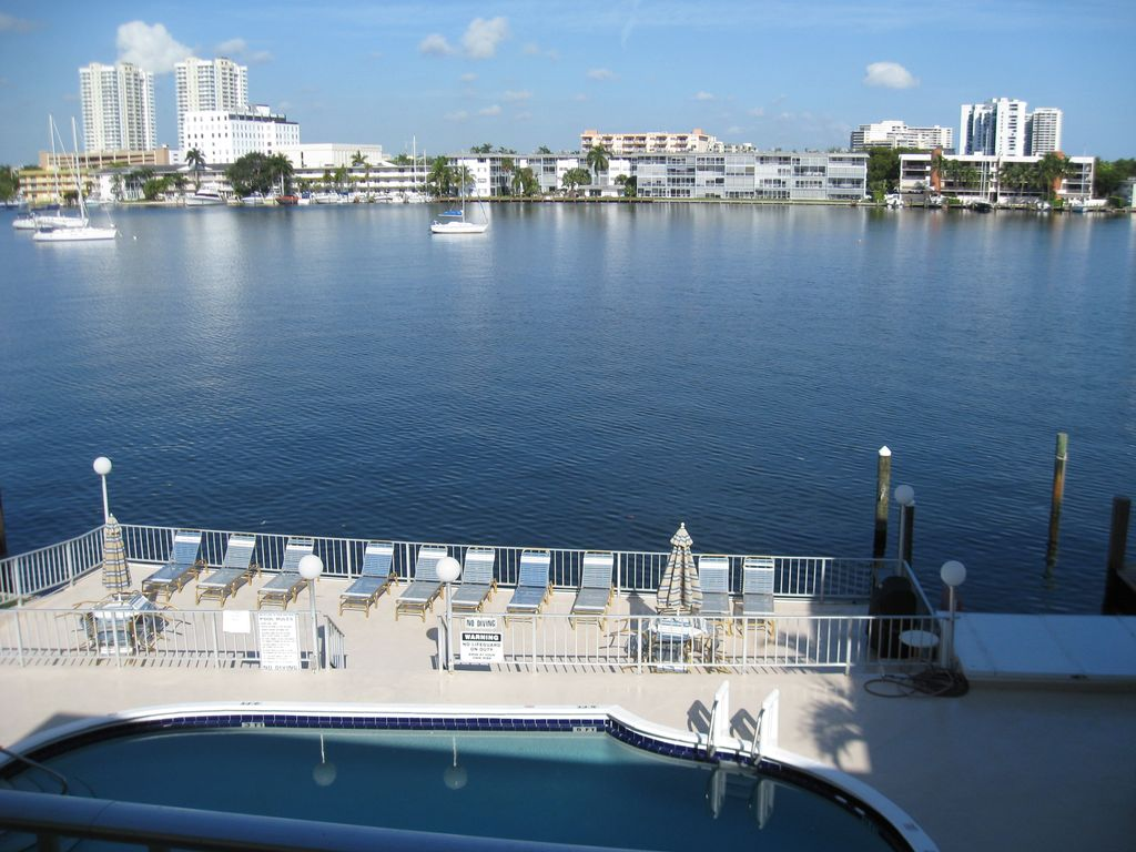 A Wonderful Condominium Hallandale HomeAway Hallandale Beach - Florida map hallandale