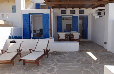 Photo for Modern Cycladic villa with 3 bedrooms, 100 meters from the sea.