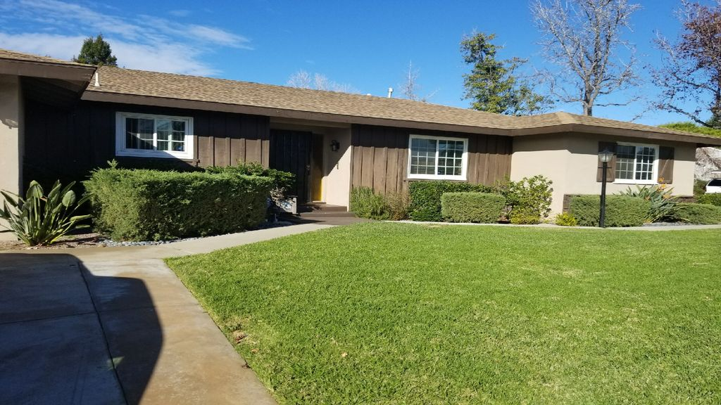 Wow! Beautiful Orange County home that is near all the major attractions!!