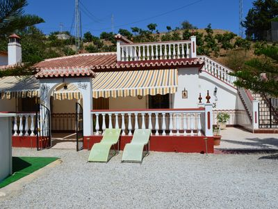 Photo for Cozy house close to the beach, pet friendly.