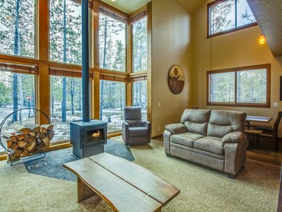 Photo for 2 Bedroom Getaway with A/C, 2 Levels, Near Deschutes River, Sleeps 6- YELR 13