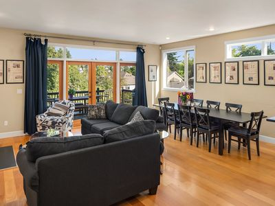 Seattle Vacation Home: House of Suffrage - Luxury 5 bedroom, sleeps 16!