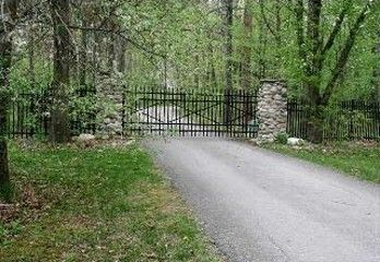 Private Gated Estate, Long drive entering in 14 a 14 acre forest.