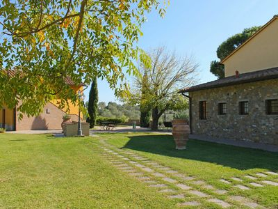 Photo for Lovely apartment in villa for 4 guests with pool, WIFI, TV and parking