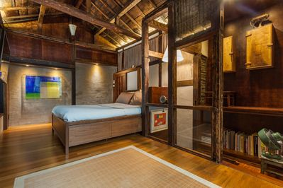 Modern Stay in a Historic Architecture N