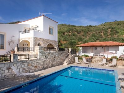 Photo for Nice villa with swimming pool near the beach