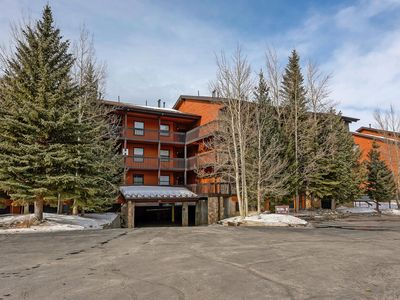 Photo for Mountainside 2 bedroom. Only minutes from Skiing and hiking trails.