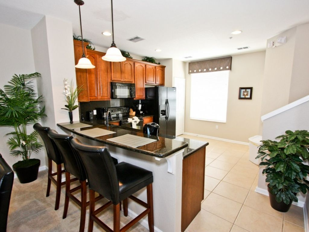 August Special $160/nt, Professionally furnished Vista Cay town home, close to convention center