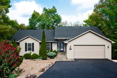 Beautiful Resort Home on Private Mountain 3,500 sq. ft.  Large Driveway