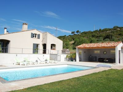 Photo for Villa in the countryside with pool near Aix en Provence