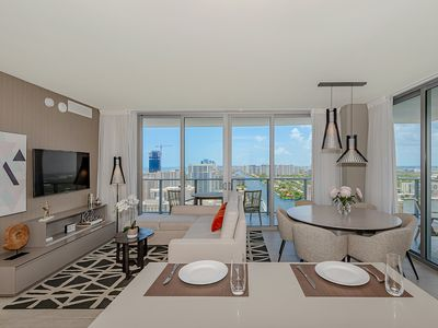 Photo for 5 ⭐️  AMENITIES Luxury 3 BR-Stunning VIEW & 27th Floor
