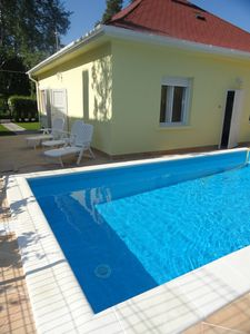 own holiday home with pool, a few minutes from the beach, pets welcome