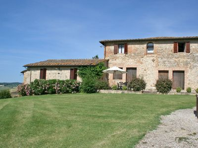 Photo for Cosy apartment for 2 guests with WIFI, pool, panoramic view and parking, close to Siena