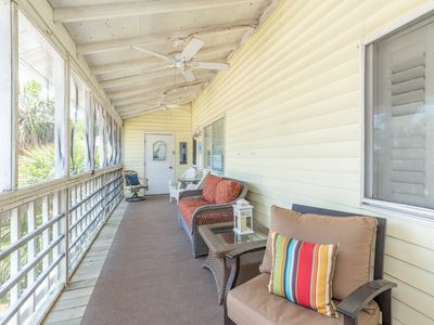 Soothing Beach Retreat, stones throw away from the beach
