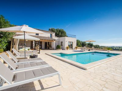 Photo for This 4-bedroom villa for up to 8 guests is located in Moscari and has a private swimming pool, air-c