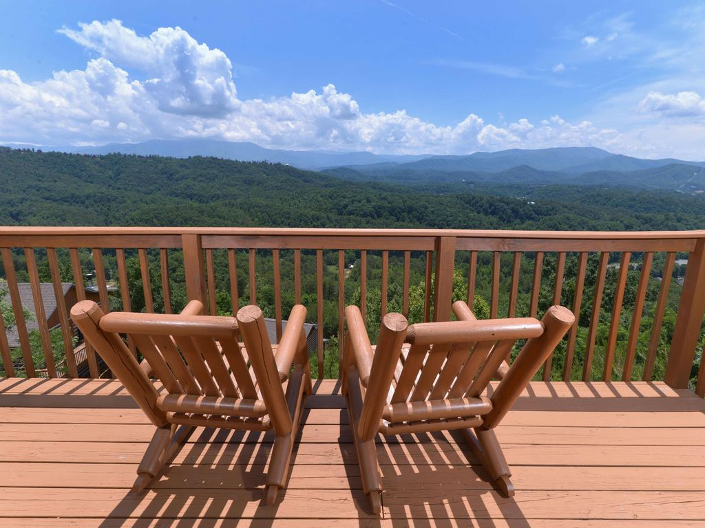Amazing View Is A Two Bedroom Log Cabin Near Dollywood.