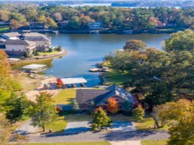 Private 5 BR/5BA Lakefront Retreat!