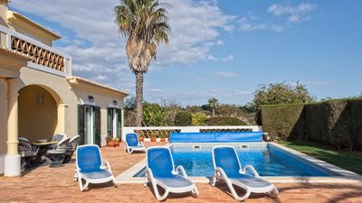 Photo for Very beautiful and well situated villa with quick access to Meia praia