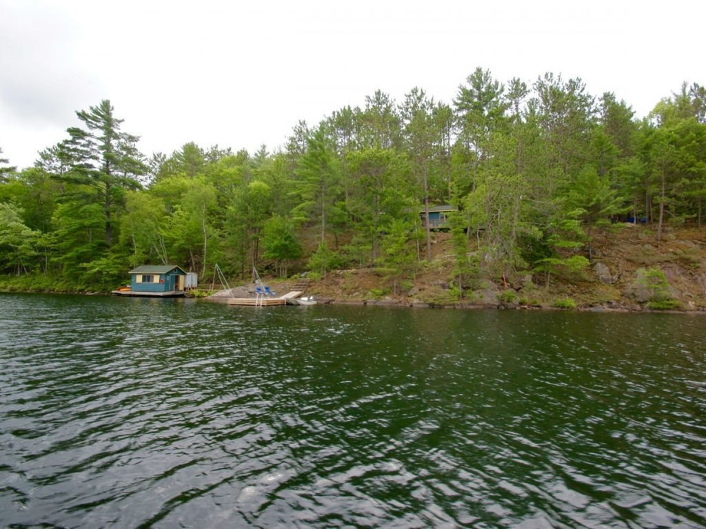 Hawk 39 s nest retreat on long lake vrbo for Long lake motor inn