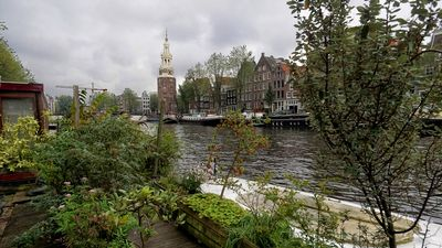 Photo for Garden Houseboat in quiet old Center