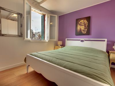 Photo for Refined apartment on the 3rd floor, with wi-fi and washing machine, between Ca 'd'Oro and Rialto