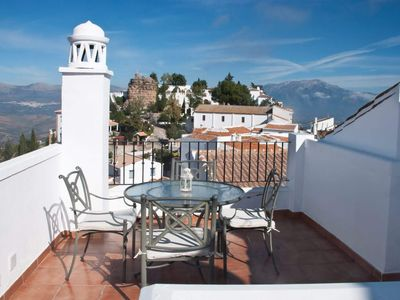 Photo for Lovely, excellent equipped village house with roof terrace in Comares.