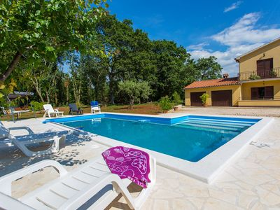 Photo for Cozy apartment with pool, terrace & garden for up to 4 people near Porec