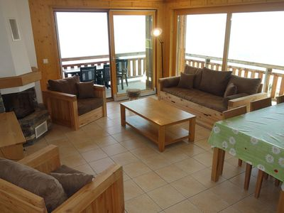 Photo for 4*, 2-bedroom-apartment for 4-8 people located near the ski slopes. Bright living room with sofa bed