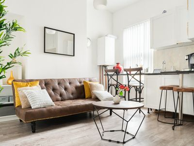 Photo for Lovely Apartment Ideal for Footy Fans and Tourists