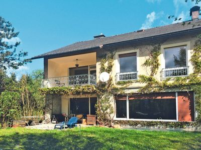 Photo for 3 bedroom Villa, sleeps 6 with FREE WiFi and Walk to Shops