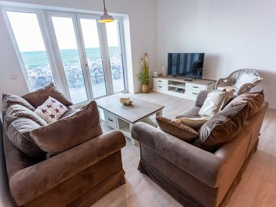 Photo for Sea-view-living-room-terrace-kitchen-3 bedrooms-2 bathrooms - comfort apartment breakwater by sea-apartments