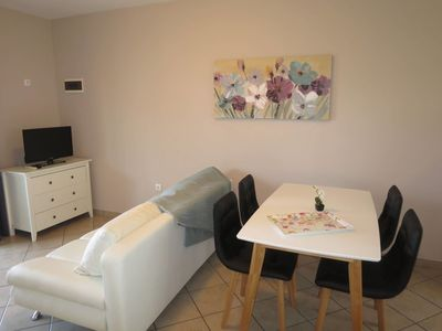 Photo for Lovely apartment for 5 people with WIFI, TV, balcony and pets allowed