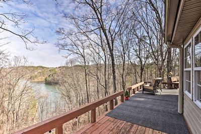 Say 'Hello' to Carters Lake each morning of your stay at this hillside home!