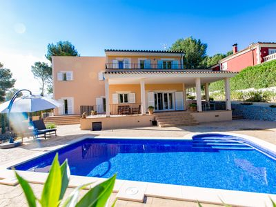 Photo for Luxurious villa in quiet residential area of Santa Ponsa